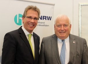 (v.l.n.r.) Michael Radau, neu gewählter Präsident des Handelsverbandes NRW, und sein Vorgänger Friedrich G. Conzen